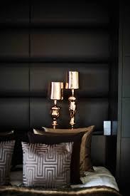 accessoire de chambre idée déco intérieur le noir et le doré pour un intérieur élégant