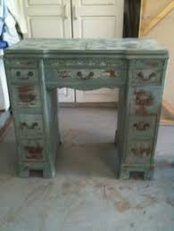 Little Tables For Bedroom Find And Refinish Old End Table For Bedroom Home Crafts
