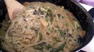 recette cuisine wok recette de wok de nouille au lait de coco et satay