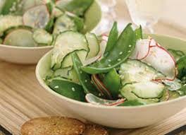 cuisiner des pois mange tout salade de pois mange tout concombre et radis
