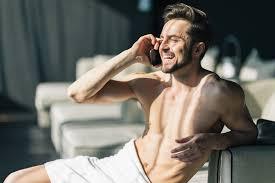 fotos de chavos vergones desnudos apexwallpapers com 11 cosas que hacen los hombres cuando están solos en casa
