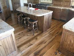 bodenbeläge küche holzboden in der küche 18 stilvolle designs für jeden geschmack