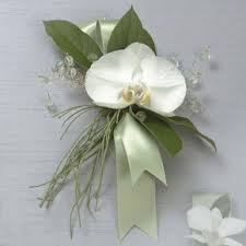 Prom Corsage And Boutonniere Prom Flowers Torrington Florist Lily And Vine