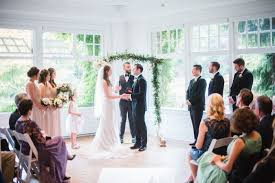 honeyfund wedding justlove how to choose the wedding officiant that s right for you