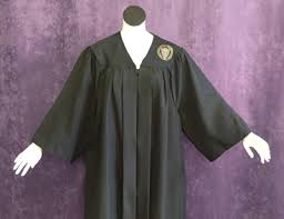 graduation robe cap and gown uw commencement