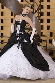 brautkleid schwarz weiss 25 besten brautkleider bilder auf outdoor brautkleid