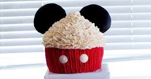 mickey mouse cupcakes mickey mouse cupcake cake two crafting