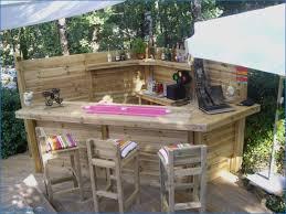 canapé exterieur en palette palette de bois dcoration affordable jardiniere en palette de avec