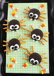 halloween spiders crafts easy sandwich cookie spiders