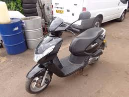 peugeot model 2013 peugeot kisbee 50cc moped 2013 model in hackney london gumtree
