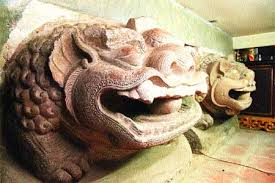 asian lion statues history roars to through lion statues sunday features