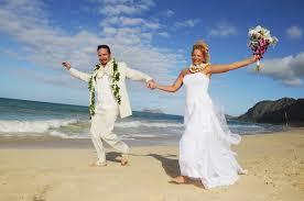 Beach Wedding Affordable Barefoot Hawaii Beach Wedding In Oahu And Kauai By