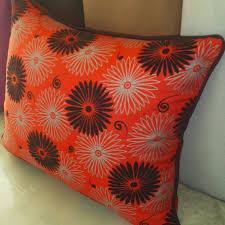 couvre canapé marocain housses de coussins pour un salon marocain tissus marocains sur