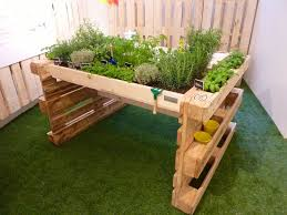 Patio Pallet Furniture Plans - outdoor pallet garden garden project pinterest pallets