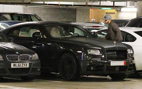 rolls royce sport coupe memphis depay drives his rolls royce wraith into manchester city