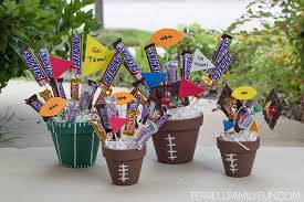 candy bar bouquet 15 creative candy bouquets that will make your water