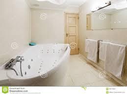 interieur salle de bain moderne intérieur d u0027une salle de bains moderne d u0027hôtel jacuzzi photo