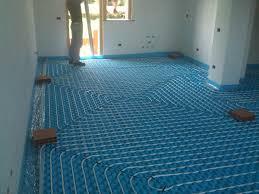 pannelli radianti soffitto riscaldamento a pavimento lodi crema vantaggi installazione