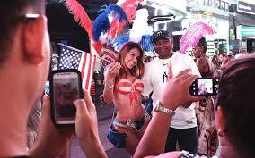 don t disparage new york city s desnudas celebrate them travel