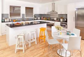 get the look gloss white thermoformed doors and panels in modern kaboodle kitchen a classic favourite available at bunnings