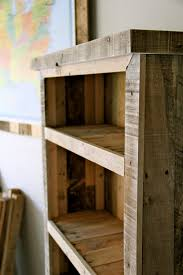 Wood Bookshelves Plans by Bright Wood Pallet Shelves 114 Pallet Wood Bookshelf Plans