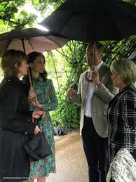 kate middleton visits princess diana u0027s memory garden