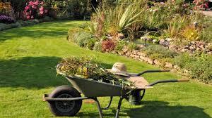 cura giardino come curare l orto e il giardino a settembre il calendario dei