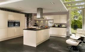 couleur cuisine mur cuisine taupe quelle couleur pour les murs avec cuisine noir et