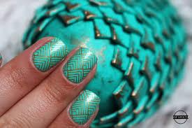 nail art game of thrones vs nail art pâques sfumati nail art