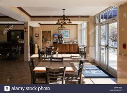 breakfast bar dining room in best western plus river escape inn