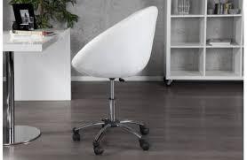 fauteuil de bureau chesterfield bureau design eusebio coloris blanc et béton aux formes géométriques