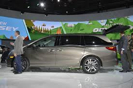 2018 honda odyssey shows the chrysler pacifica how it u0027s done in