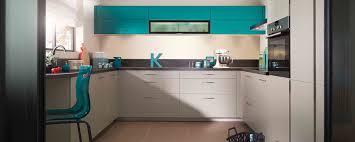 cuisine mobalpa 3d cuisine fermée moderne sur mesure ambiance azur mobalpa