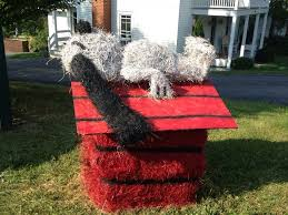 Snoopy Christmas Outdoor Decorations Canada by Snoopy Hay Bale Decoration Hay Bale Contest 2013 Pinterest
