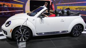 2013 volkswagen beetle gsr and 2013 vw beetle convertible r line at naias 2013 detroit auto show
