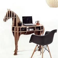 sous cheval bureau equestrian lifestyle iwoodliving transforme le cheval en bureau