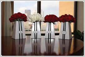 Black And Red Vase White Rose Bridal Bouquet Ideas In Blume