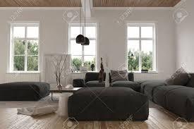 Wohnzimmer Einrichten Mit Schwarzem Sofa Drei Frei Liegende Fenster Hinter Großen Schwarzen Sofas Im Leeren