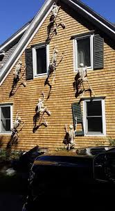 Do It Yourself Halloween Decorations The 13 Best Diy Halloween Decorations Ever Posable Skeleton Diy