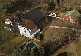 15 old house lane chappaqua fire breaks out on hillary and bill clinton s property in