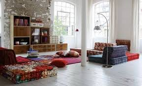 coussins de canapé mettre en valeur mon vieux canapé avec des plaids coussins
