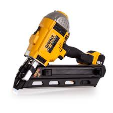 Battery Roofing Nailer by Dewalt Dcn692p2 18v Xr Cordless Li Ion Brushless Framing Nailer In