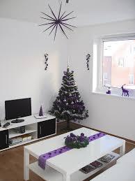 Deko Wohnzimmer Vitrine Wohnzimmer Deko Violett Home Design Inspiration