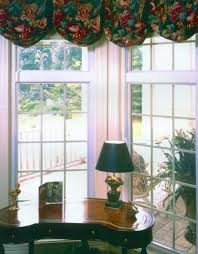 transom windows w colonial grids over picture windows