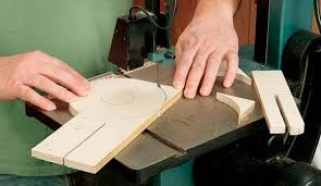 jigsaw wood cut circles with a router or jigsaw woodworking jig plans