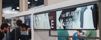 why smart digital signage operators choose commercial displays