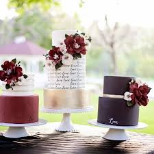 10 expert tips to avoid a summer wedding cake meltdown weddingwire