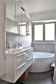 deco salle de bain avec baignoire les 25 meilleures idées de la catégorie baignoire d angle sur