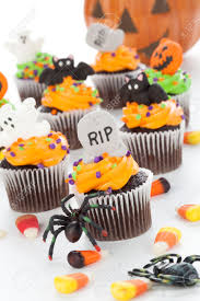 7 halloween cupcake ideas the diy lighthouse halloween cupcake