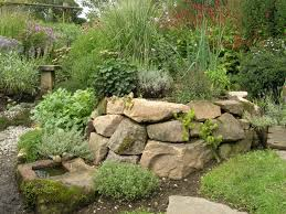 Gartensitzplatz Selber Bauen Naturnaher Garten Trockenmauer Garten Pinterest Naturnaher